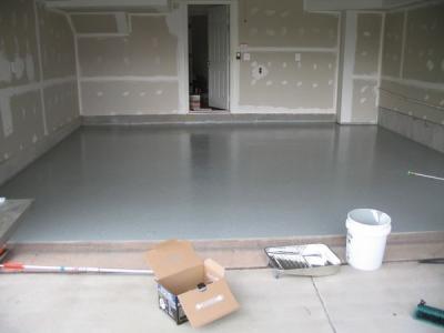 Утепленный пол поднимется на 20 сантиметров. На фото в качестве чистового покрытия использован наливной пол.