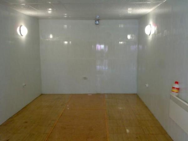 Утепленный потолок в гараже, облицованный ПВХ-панелями