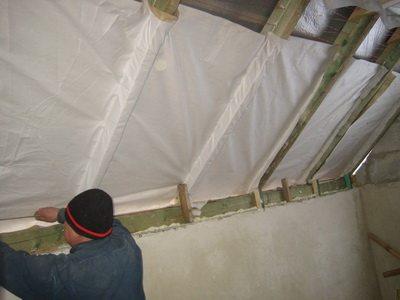 Утеплить крышу своими руками совершенно несложно, если соблюдать определённые правила, быть последовательным и точным