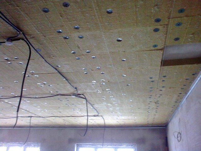 Утеплители для потолка: фольгированные и другие виды материа.