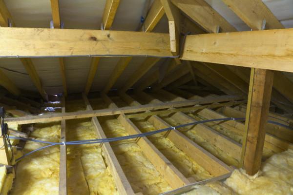 Утепляем потолок со стороны чердака