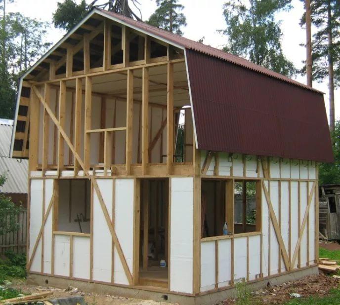В каркасном строительстве пенопласт выполняет функцию «наполнителя» стен и утеплителя