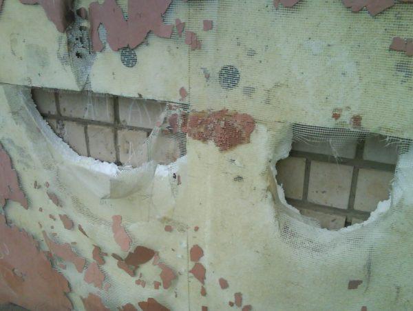 В отличие от полистирола (на фото), эковату грызуны не повреждают