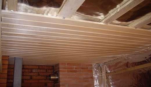 В помещение с высокой влажностью и температурой подойдет не любой материал