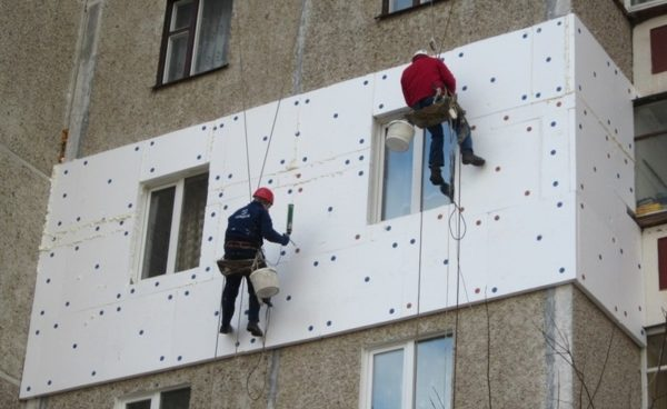 В регионах с суровым климатом материал можно использовать на стены.