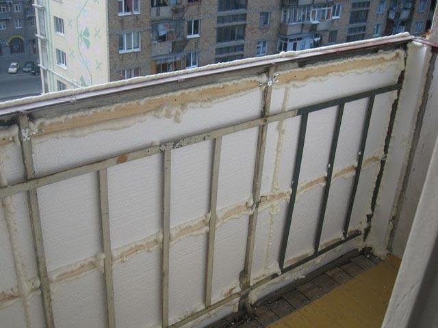 Вариант размещения и фиксации изоляционного материала при защите от холода балконов и лоджий