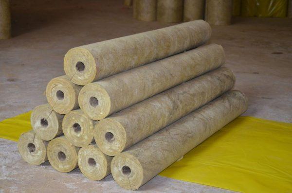 Вату успешно используют для теплоизоляции труб.