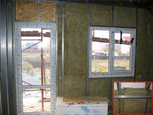 Важно провести утепление пластиковых окон и дверей мансарды