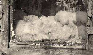 Вид утеплителя из ваты к концу зимы