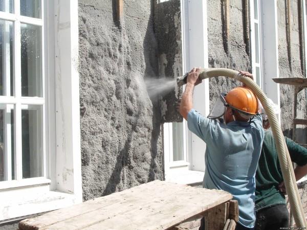 Влажное нанесение эковаты на фасад