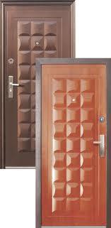Внешний вид стандартных дверей из металла с установленными накладками