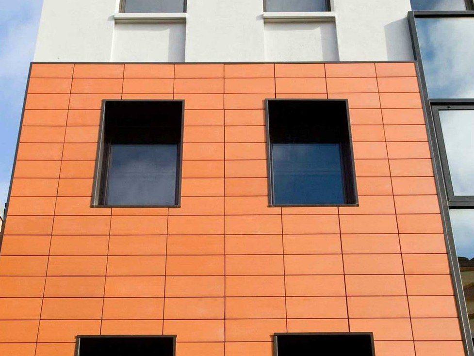 Внешний вид здания с вентилируемым фасадом.