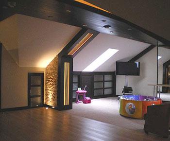 Высокая крыша с большой и просторной мансардой