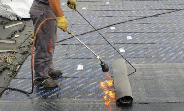 Высокая термостойкость позволяет монтировать наплавляемую гидроизоляцию