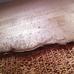 Заливка бетонной смеси на армированную поверхность утеплителя