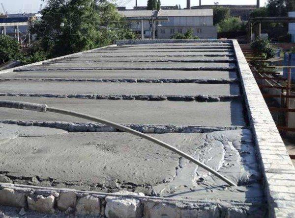 Заливка плоской крыши пенобетоном