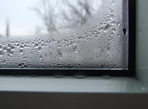 Запотевание пластиковых окон – следствие плохой теплоизоляции