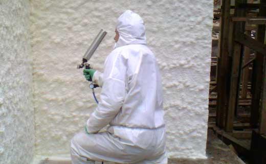 Защитная одежда при работе с пенным утеплителем – необходимость