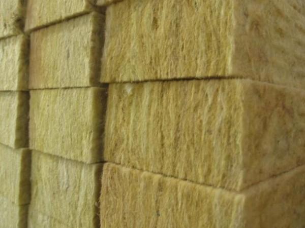 Жесткая изоляционная плита из минеральной ваты