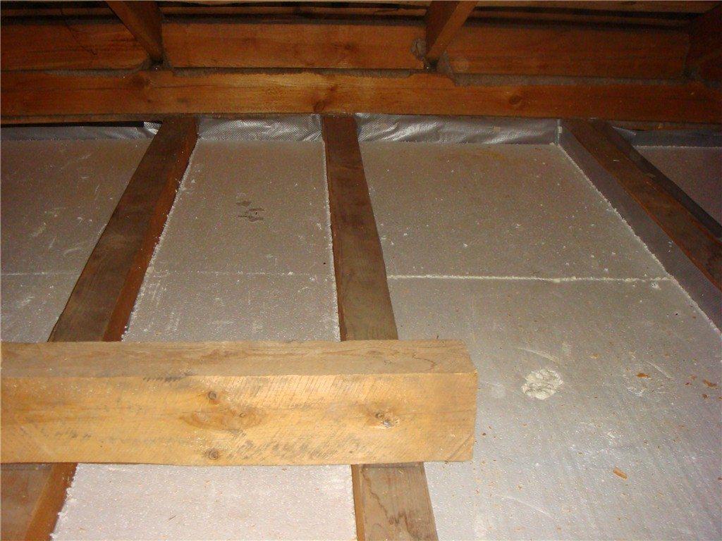 Утепление потолка в частном доме своими руками, варианты теплоизоляционных слоев, фото и видео